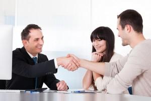 apretón de manos comunicación no verbal